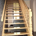 Steektrap met houten draaiwerk