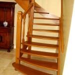 Tweekwart trap met ronde treden
