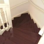 Tweekwart trap met gedraaide spijlen