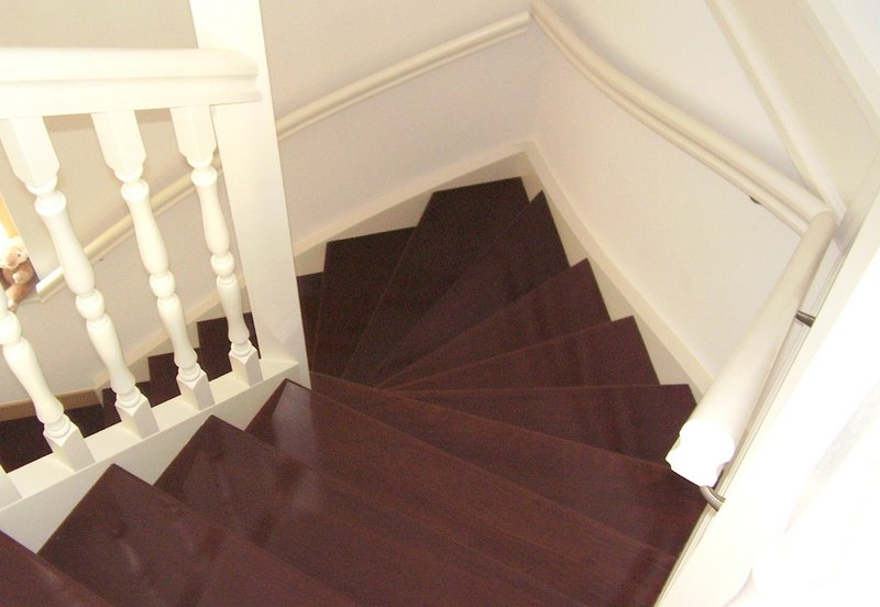 Tweekwart trappen van der geest trappen van der geest for Trap buiten hout